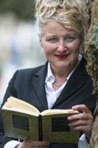 Dora Michel, Sängerin für Trauerfeier